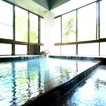 【内湯】慢性皮膚病・神経麻痺・婦人病などに効能がある掛け流し天然温泉です。