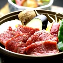【ご夕食・黒毛和牛の陶板焼き】好評の一品です!