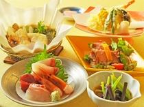 【ご夕食一例:ビジネスプラン】旬魚のお刺身や季節野菜の天婦羅などご用意いたしております。