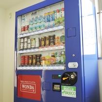 *【館内】自動販売機は喫煙室の横にございます。