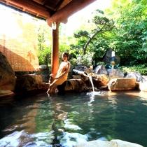 【露天風呂・女湯】源泉かけ流し温泉をお楽しみください。