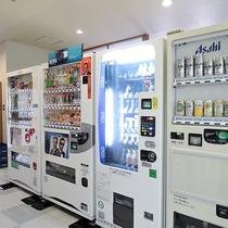 *【館内設備】ソフトドリンク・アルコール類はこちらの自動販売機でお買い求めいただけます。