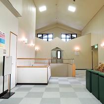 *【館内施設】館内は白を基調とした造りとなっております。
