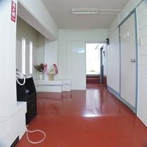 *館内(2階廊下)