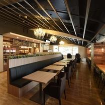 支配人厳選の純米酒やクラフトビールを提供する「フォレストカフェ ウブド」