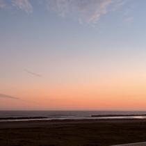 *目の前の海の景色/サンセットタイムの美しい夕焼け。のんびり眺めてお散歩しませんか?