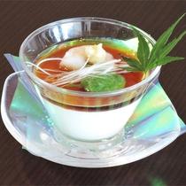 *夕食一例/優しい味わいの手作り寄せ豆腐。(※内容は季節により異なります)