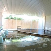 *温泉一例/潮の香りと共に、ゆったりとお入りいただける男女別大浴場が1ヶ所ずつ。