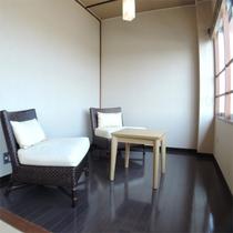 *和室一例/縁側のスペースでは海を眺めてのんびりお過ごしいただけます。