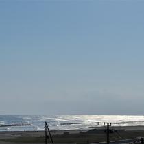 *目の前の海の景色/海まで歩いて1分!波音を聴いて心をリフレッシュ。