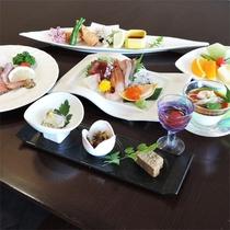 *夕食一例/新鮮な魚介類を中心に、季節ごとの味をお楽しみください。