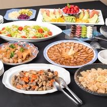 *夕食一例/季節の和食膳の他お腹いっぱい食べられるおばんざい(惣菜・サラダ・ご飯・味噌汁等)をご用意