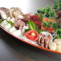 *料理一例/地魚の姿造りを舟盛りでご用意(3名様~)