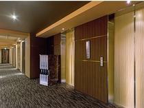 10F エレベーター前 廊下