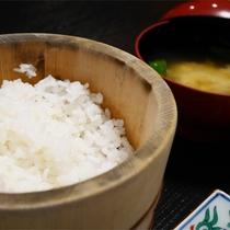 *朝食一例/炊き立てのごはんは、棚田でとれた魚沼産コシヒカリ。