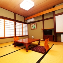 *客室一例/2002年改装の純和風のお部屋。FREESPOTにてインターネットもご利用可能です。