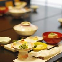 *夕食一例/当館に板前はおりません。女性スタッフが作る、素朴でカラダに優しい手作り料理です。