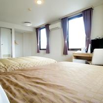 ★ツインルーム★140cm幅ベッドが2台、観光旅行に最適♪