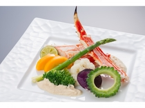 夕食「タラバガニと県産野菜のバター焼き」(調理例)