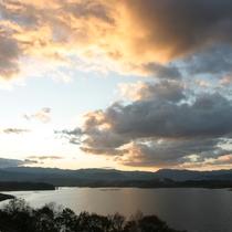 御所湖の夕暮れ