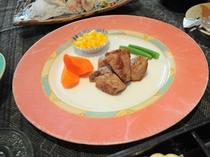 【夕食】洋食コースの牛肉角切りステーキ