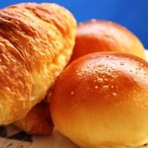ホテルメイドの朝焼きパン♪