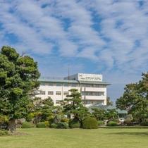 ホテルの外観(庭園側から撮影)