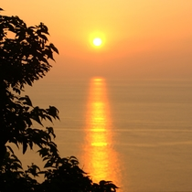 夕陽の沈の姿はとってもロマンチック…♪
