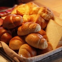 【朝食】焼きたてパンも好評の瀬戸内バイキング♪
