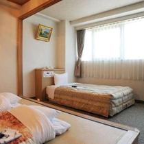【和洋室】畳の和室と洋室のどちらも楽しめます