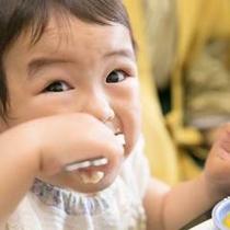アツアツだけど、がんばって自分で食べるもんっ(by. ベビ)