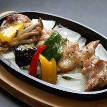 県産鶏の鉄板焼き