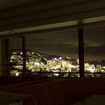 ■「サロン小嵐」から熱海市街地の夜景