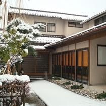 *冬のある日。。。雪が積もります。