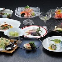 *夕食会席一例(春夏)/その季節の一番美味しい地元の食材にこだわっています。