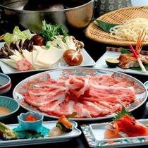 *夕食一例/『もち豚しゃぶしゃぶ』新潟の特産品、越後もち豚を使用したしゃぶしゃぶ鍋。