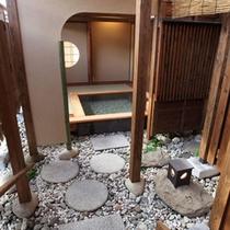 *大浴場月みかげの湯・開運茶室露天風呂/まるで茶室のような畳敷きの露天風呂。