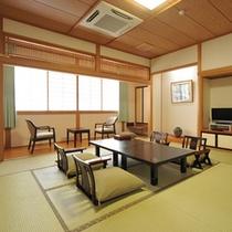 *東館和室一例/12.5畳の和室に4畳の広縁がついた広々とした客室。