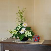 *館内/館内の至る所には季節のお花が彩りを添えます。