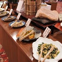 *朝食一例/地元の山菜や野菜などを使った、素朴な料理の数々をご用意しております。