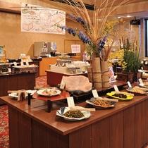 *朝食一例/約60種のメニューが並ぶ人気の『田舎料理バイキング』