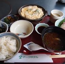 2階京料理「味舞」での日替わりランチ 一例