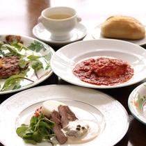 <ランチ一例>パスタやドリア、和食など幅広くご用意しております。
