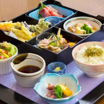 *<お食事一例>パスタやドリア、和食など幅広くご用意しております。