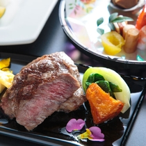 能登牛サーロインの網焼き盛付一例/とやま南砺の美食フルコース