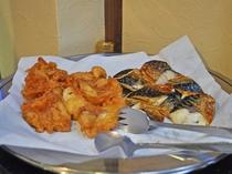 【朝食バイキング一例】揚物・焼き魚