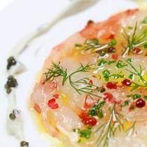 ディナーコース料理一例カルパッチョ