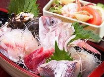 朝獲れの新鮮な魚介類をランチで!