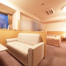 スーペリアツイン 応接スペースが付いるモンターニュ松本で一番広い部屋#