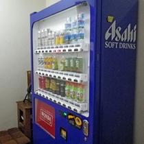 *1階自販機/アルコール300円〜、ソフトドリンク150円〜どうぞご利用ください☆